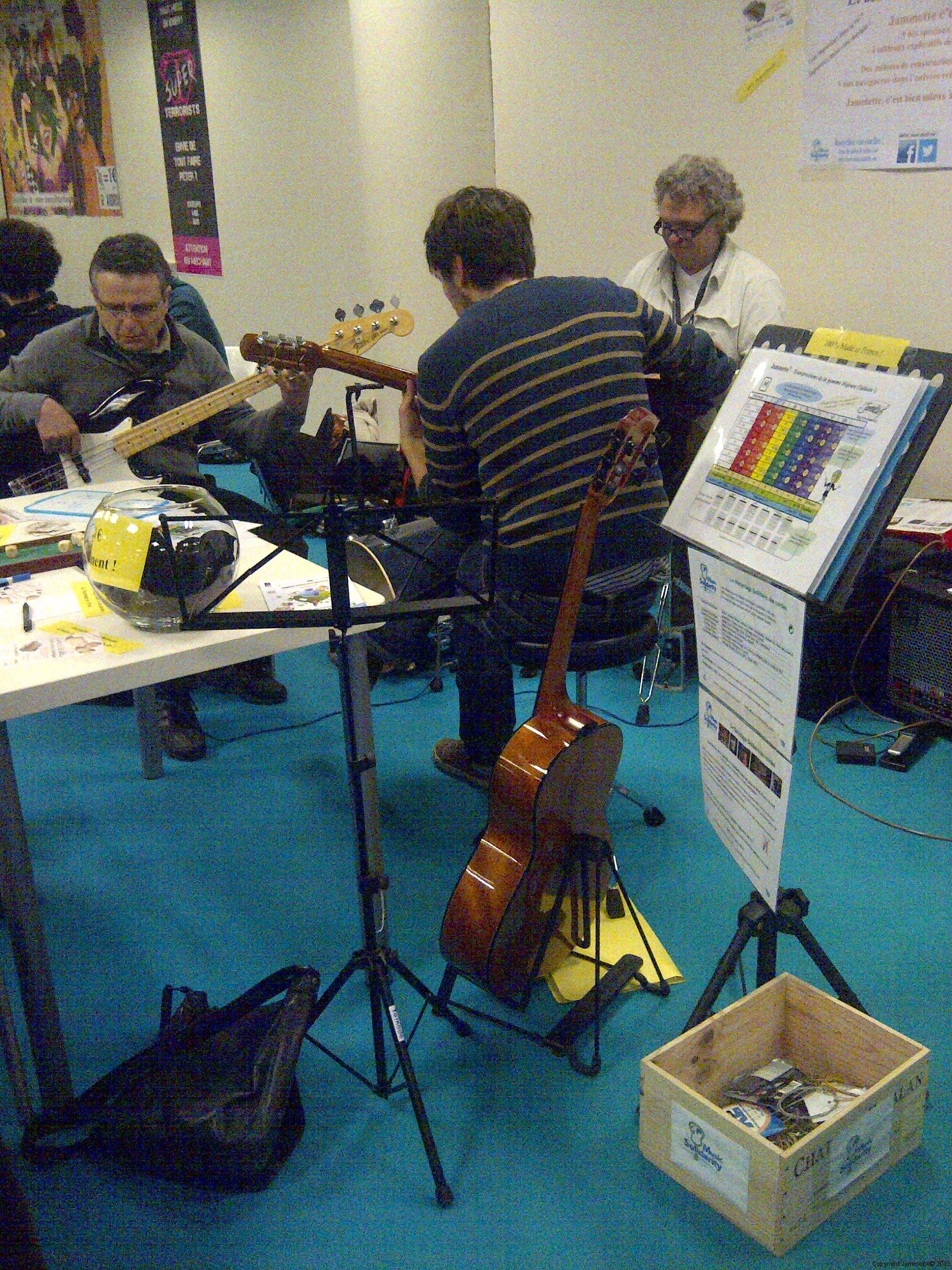 Une vue du bac de cordes recyclées pour MusicSolidarity